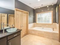 Owner's Bath_6